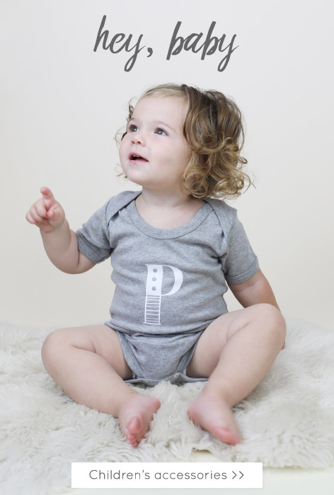 Children's babygrows, jewellery and accessories - Personalised childrens accessories >>