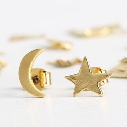 Mismatch Moon and Star Stud Earrings in Gold