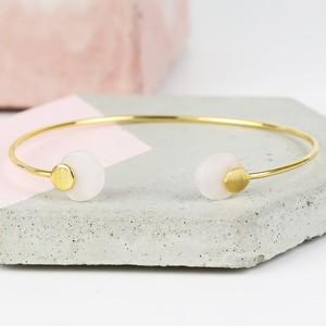 Round Rose Quartz Feature Gold Bangle