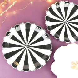 Meri Meri Pack of 8 Black and White Paper Plates