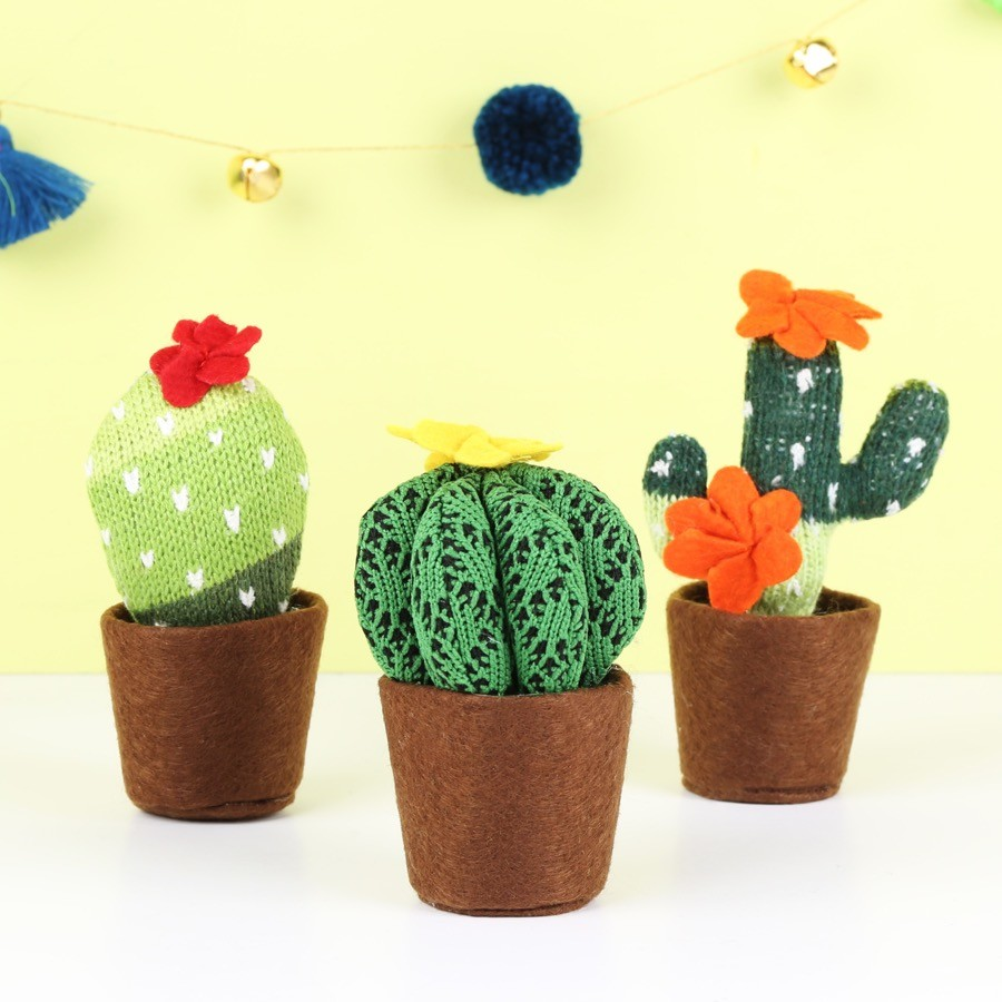 temerity jones knitted cactus decoration lisa angel. Black Bedroom Furniture Sets. Home Design Ideas