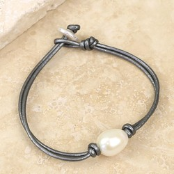 Knot and Pearl Grey Leather Bracelet