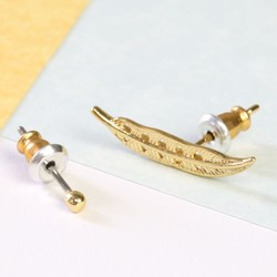 Orelia Mismatched Feather and Stud Earring Set