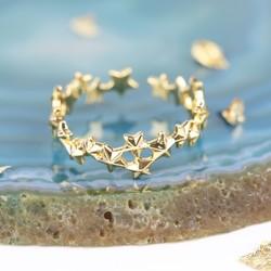 Delicate Stars Ring in Gold