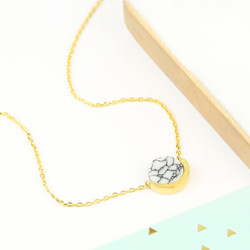 White Marble Disc Pendant Necklace in Gold