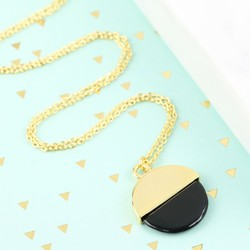 Round Shell Pendant Necklace in Gold and Black