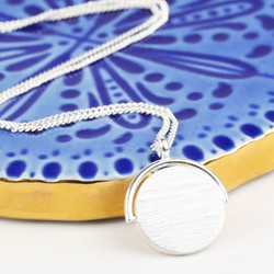 Short Silver Spinning Disc Necklace