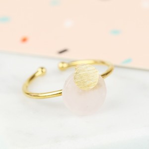 Round Quartz Stone Ring in Gold