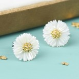 White Shell Daisy Stud Earrings
