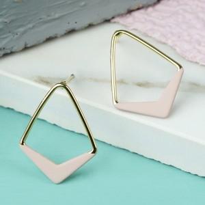 Geometric Chevron Beige Earrings In Gold