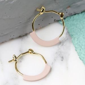 Curved Bar Tiny Hoop Earrings in Gold/Beige