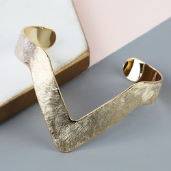 Brushed Chevron Bangle in Gold